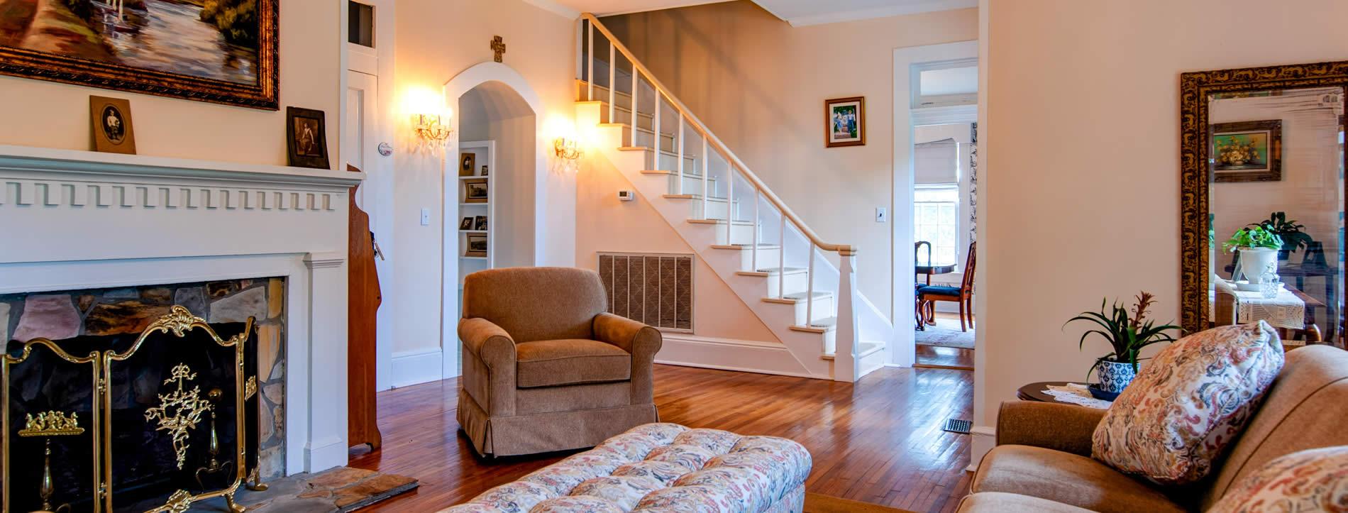 lynchburg TN bed and breakfast - livingroom